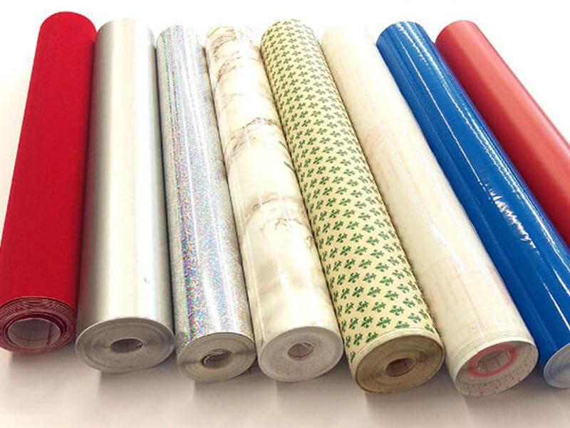 Plastica adesiva e cassetti